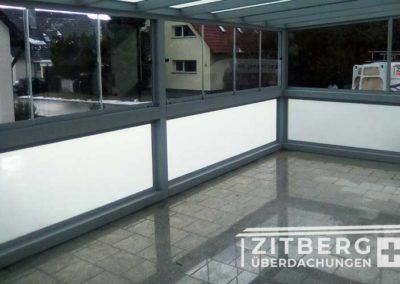 Sichtschutz-mit-Glas-Elementen